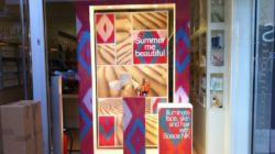 Point of sale displays attention